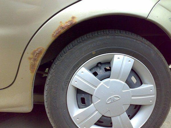 Проверять состояние лакокрасочного покрытия особенно тщательно нужно весной и в осенне-зимний период